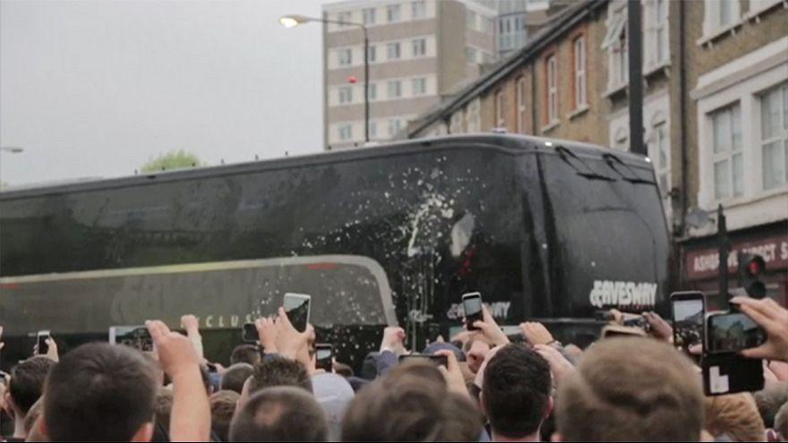 Le bus de Manchester United caillassé