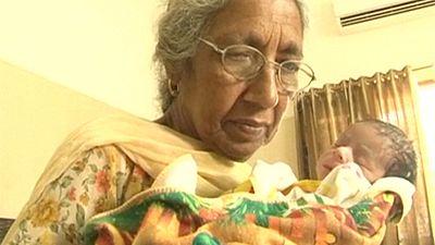 Inderin im Oma-Alter ist Mutter geworden