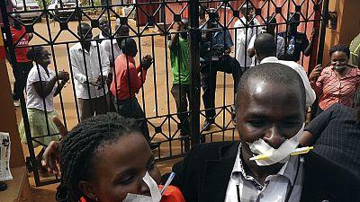 Interdiction sur la couverture en direct des manifestations contre la réélection du président Yoweri Museveni