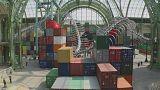 Schlangenskelett und Containertürme: Huang Yong Ping füllt den Grand Palais in Paris