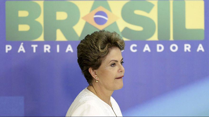 Дилма Русеф временно отстранена от обязанностей президента Бразилии