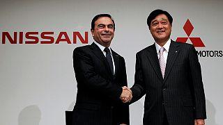 Nissan le echa una mano a Mitsubishi