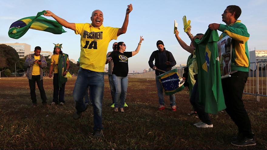 Freudentänze und Protest nach Rousseff-Entscheid