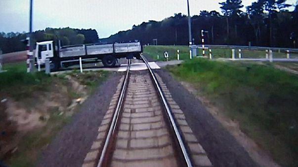 Watch: train driver races to warn passengers ahead of crash