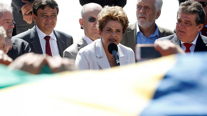 """Brésil : Dilma Rousseff dénonce un """"coup d'État"""" après sa mise à l'écart du pouvoir"""