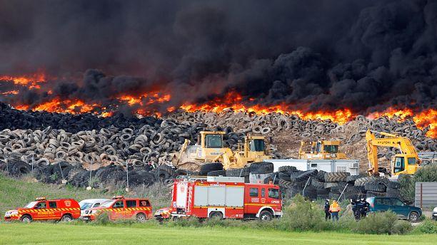 Spain tyre dump blaze sends black smoke sky high