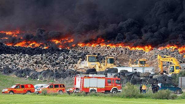 Spanien: Brennende Reifendeponie vertreibt Anwohner