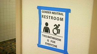 Обама распределил туалеты трансгендерам