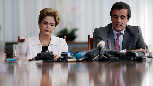 Azledilen Başkan Rousseff koltuğu için savaşıyor