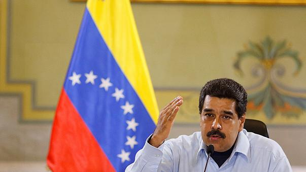 الرئيس الفنزويلي يمدد حالة الطوارئ الاقتصادية وسط غضب جماهيري