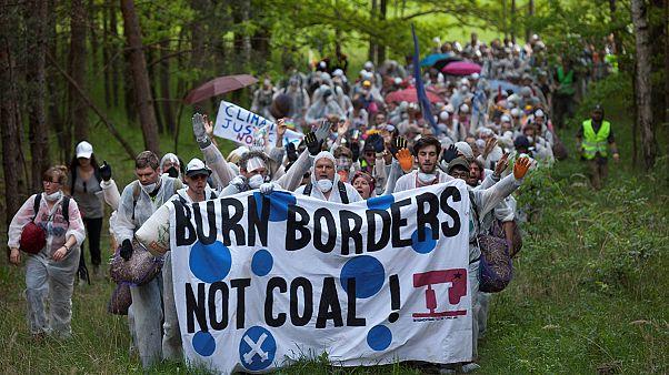 Multitudinaria protesta medioambiental en la mayor mina a cielo abierto de lignito de Europa