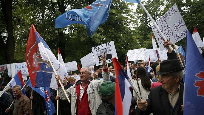 Tensa jornada de protestas a favor y en contra del Gobierno de la República Serbia de Bosnia