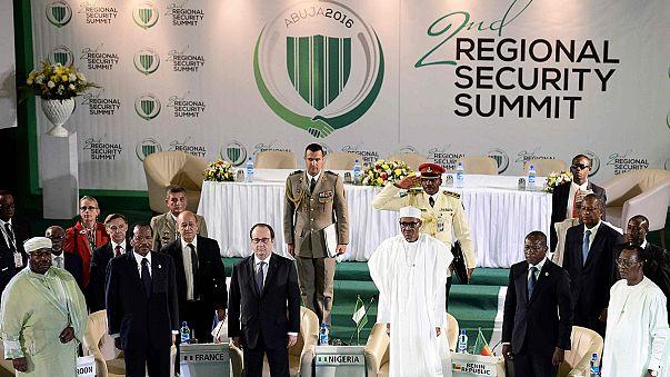 Nigeria: vertice anti-Boko Haram, Hollande promette aiuti militari