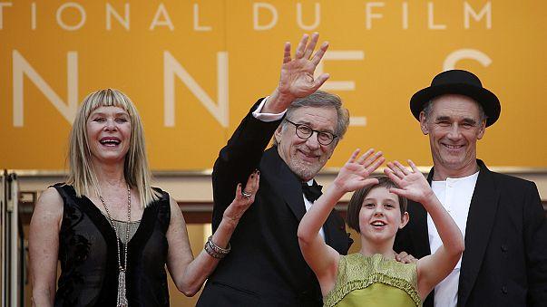 Cannes-i filmfesztivál: Steven Spielberg a vörös szőnyegen