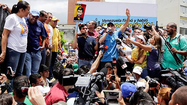 """Venezuela : le président ordonne des exercices militaires pour """"se tenir prêt à tout scénario"""""""