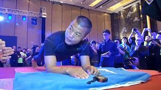 Chinês bate recorde da prancha
