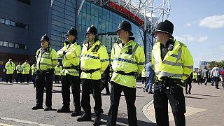 Pacco sospetto a Old Trafford: artificieri effettuano esplosione controllata