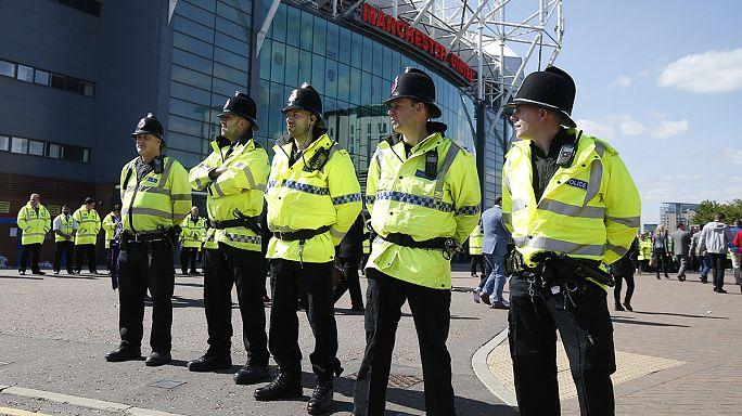 Jogo do Manchester United cancelado por causa de saco suspeito no Old Trafford