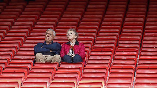 Old Trafford'da şüpheli paketten spor aleti çıktı