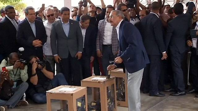 Dominican Republic: Danilo Medina poised to win second term, partial results suggest
