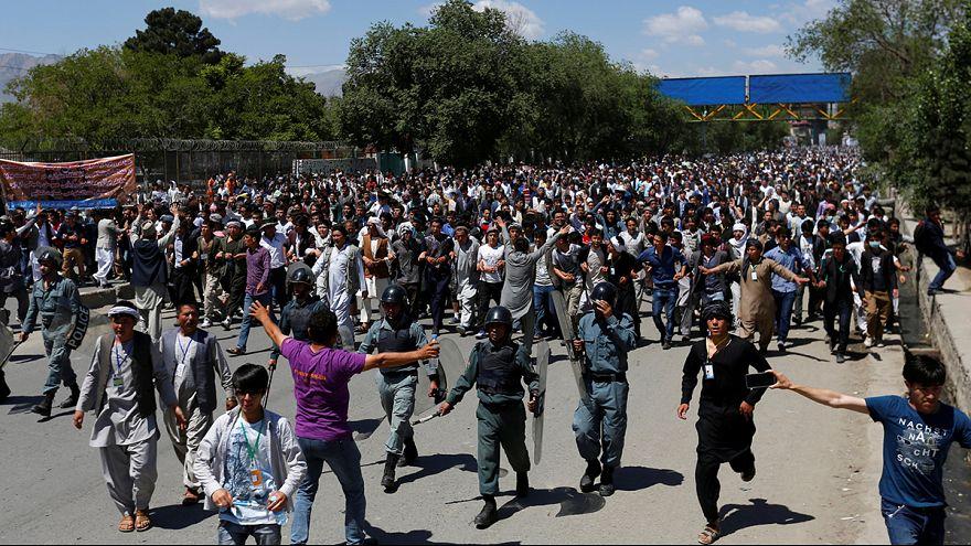 Miles de hazara asedian el gobierno afgano tras ser excluidos del trazado de la red eléctrica