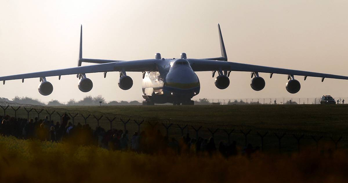 World's largest plane touches down in Australia | euronews, world news