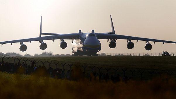 Ezrek nézték az Antonov leszállását Ausztráliában
