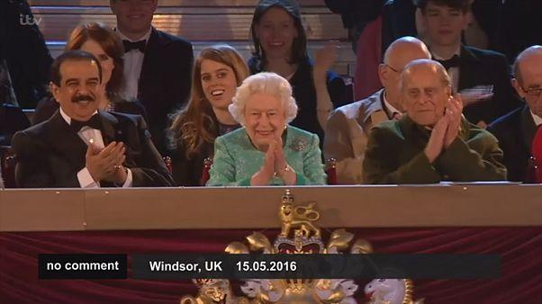 لذت ملکه از جشن تولدی پر زرق و برق