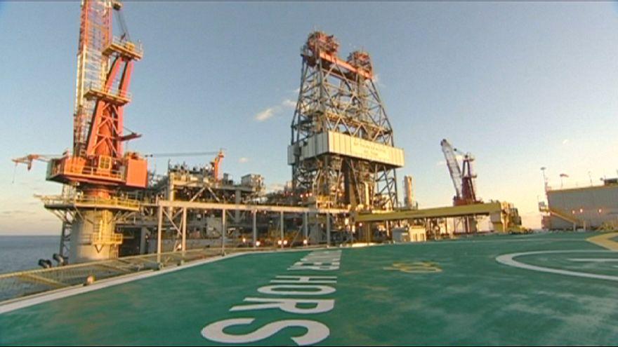 Petróleo: Goldman Sachs prevê défice de oferta já em maio e revê em alta os preços para 2016