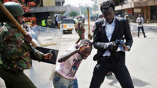 La policía keniana reprime una manifestación contra el fraude electoral
