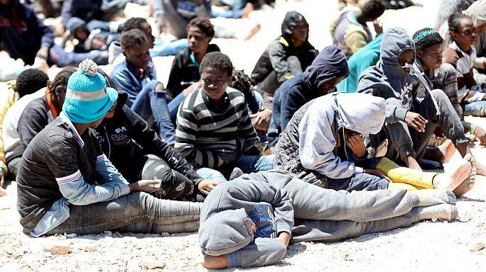 Los guardacostas libios rescatan a 112 inmigrantes y refugiados de origen africano