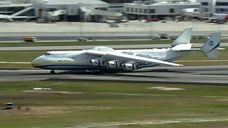 Le plus gros avion du monde atterrit à Perth