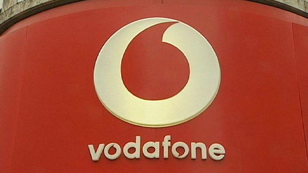 Vodafone riprende a crescere ma va in rosso per le tasse