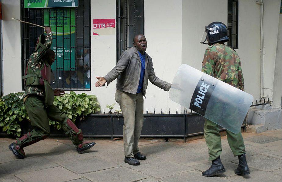 Kenya : un manifestant réprimé à coup de bâton