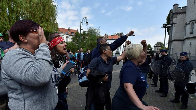 Belçika'da göstericiler Adalet Bakanlığına yürüdü