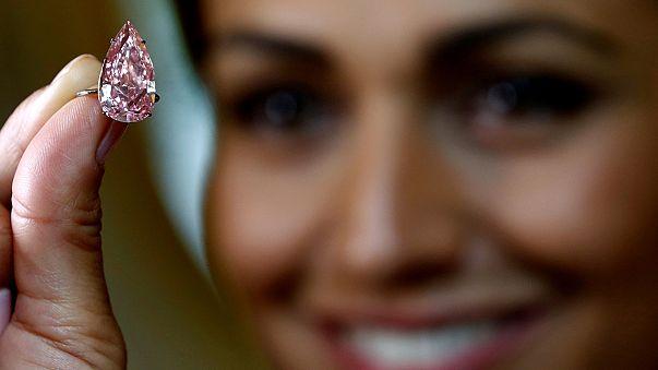 Açık artırmaya çıkarılan 'pembe elmas' 28 milyon dolara alıcı buldu