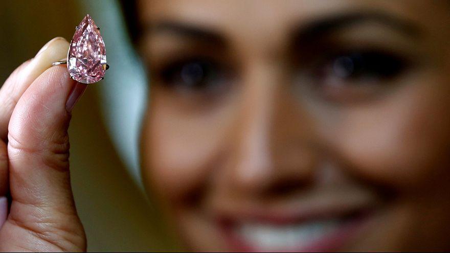 """Diamante da record: """"Unique pink"""" venduto per 28 milioni di euro, il più caro """"rosa vivido"""""""
