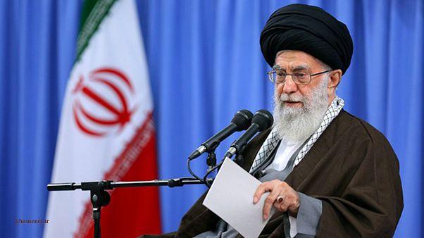 خامنهای: بعضی کشورهای منطقه به ملتهایشان خیانت میکنند