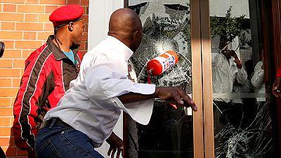 Violence engulfs Jacob Zuma protest