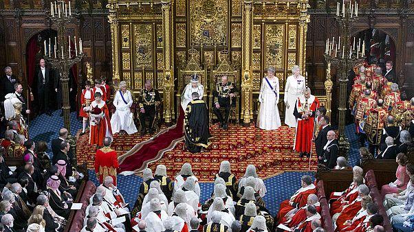 Évszázadok óta ugyanúgy kezdődik a parlamenti évad Nagy-Britanniában