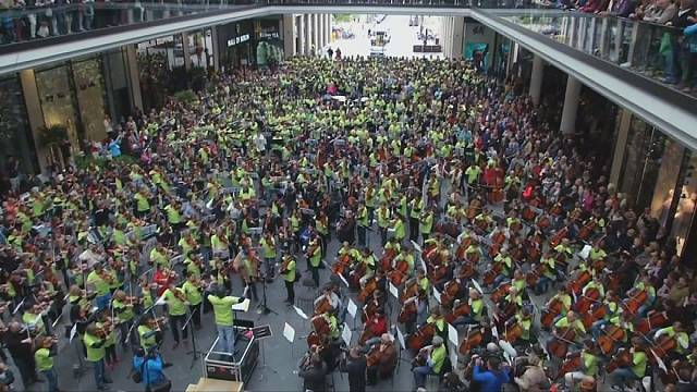 Flaş mob ile orkestra konseri gerçekleşti