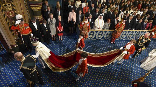 سخنرانی سالانه ملکه الیزابت، و تکذیب حمایت او از خروج بریتانیا از اتحادیه اروپا