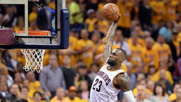 NBA: i Raptors stesi dai Cavaliers di LeBron James