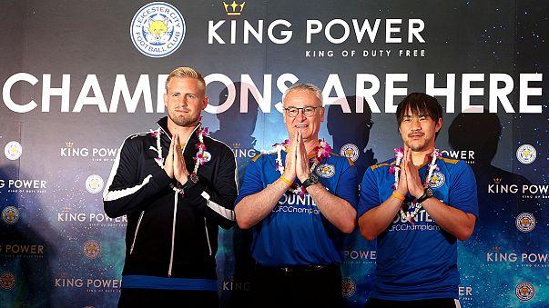 ليستر سيتي يحتفل مع مشجعيه في تايلاند