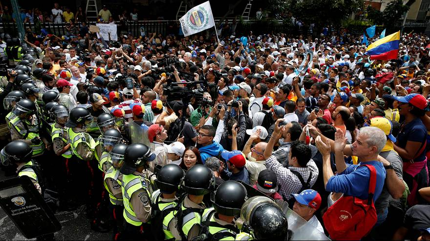 Venezuelanos marcham contra Maduro