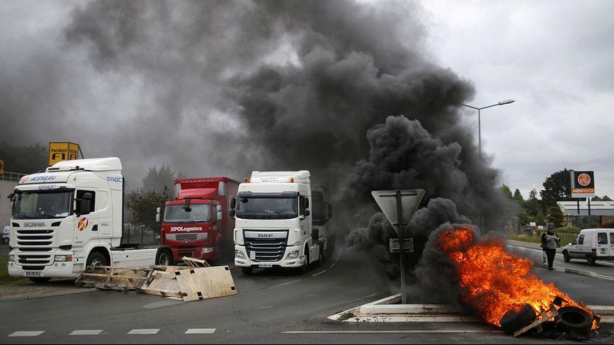 Huelgas de camioneros y ferroviarios contra la reforma laboral en Francia