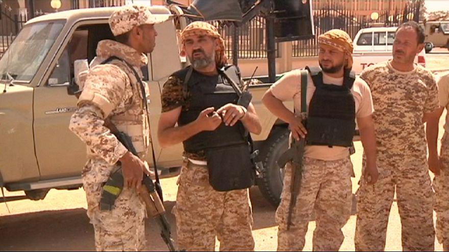 القوات الحكومية الليبية تواصل مسيرتها نحو سيرت
