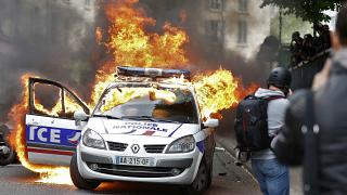 Paris'te şiddet karşıtı protestoya şiddet karıştı