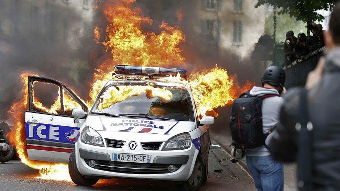 حرق سيارة للشرطة خلال مظاهرة في العاصمة باريس