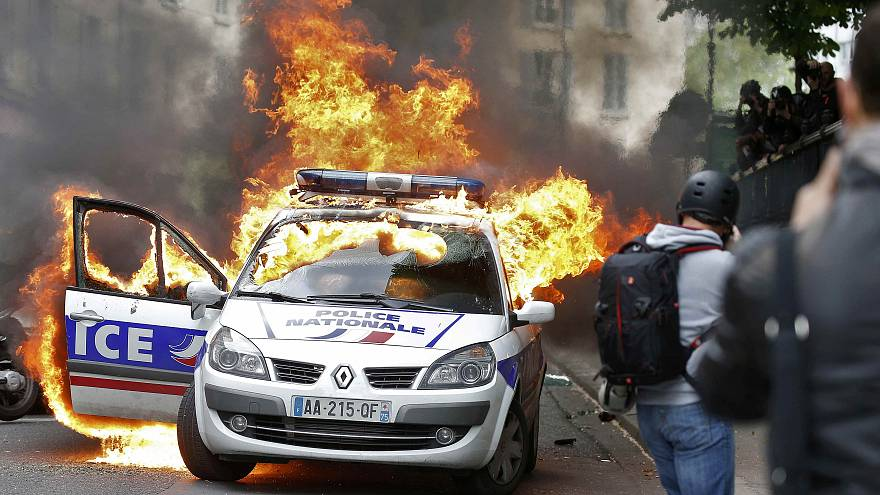 'Cop-haters' attack police car in Paris